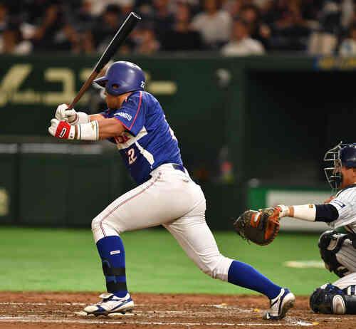 日本通運対ホンダ熊本 3回裏ホンダ熊本1死一、三塁、浜岡は右前に適時打を放つ(撮影・柴田隆二)
