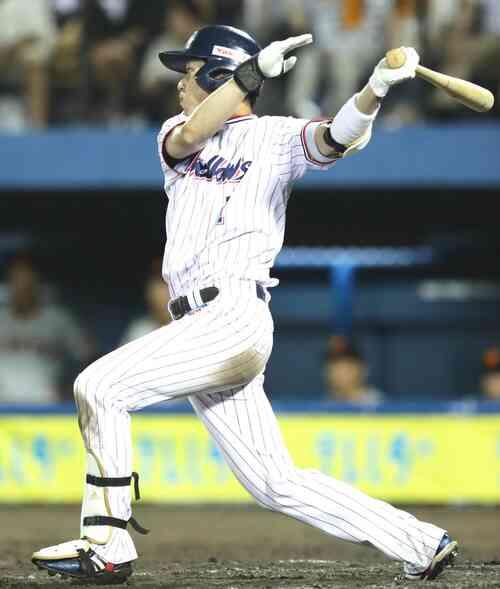 9回裏ヤクルト1死一塁、サイクル安打となる右越え適時三塁打を放つ山田哲人(撮影・足立雅史)
