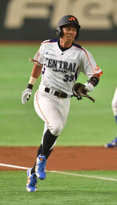 1回裏JR東海1死、青柳は右越えに本塁打を放ちホームに向かう(撮影・柴田隆二)