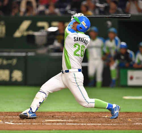 セガサミー対NTT西日本 4回表セガサミー無死一、三塁、沢良木は中犠飛を放つ(撮影・柴田隆二)