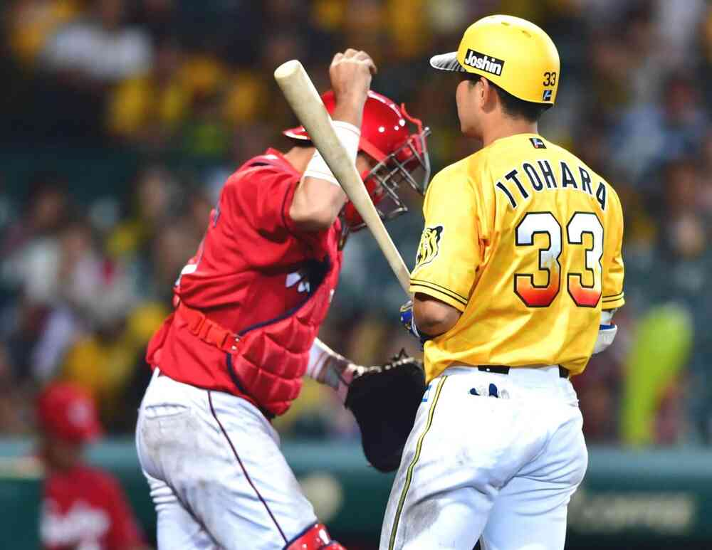 9回裏阪神2死一、三塁、最後のチャンスも糸原が見逃し三振で試合終了となる(撮影・清水貴仁)