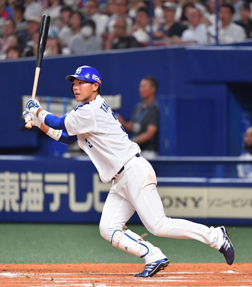 6回裏中日1死一、三塁、右中間越えに2点適時二塁打を放つ高橋周平(撮影・上田博志)