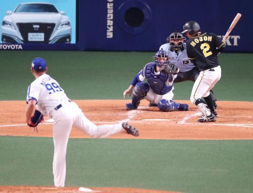 2回表阪神2死満塁、北條は四球を選んで押し出しとなる(撮影・加藤哉)