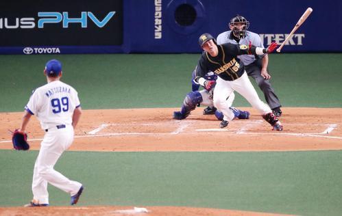 3回表阪神無死一、二塁、陽川は左翼線越え適時二塁打を放つ(撮影・加藤哉)
