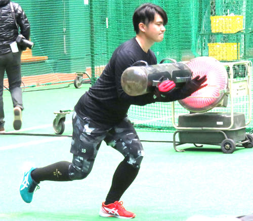 18年1月、下半身強化のトレーニングを行う巨人杉内