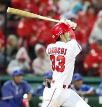 5回裏広島無死、菊池は左越えソロ本塁打を放つ(撮影・加藤哉)
