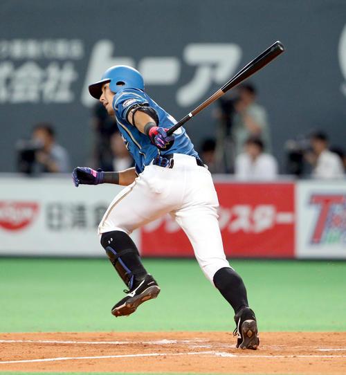 5回裏日本ハム1死三塁、大田は左前適時打を放つ(撮影・佐藤翔太)