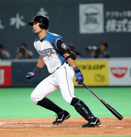日本ハム対西武 5回裏日本ハム無死一塁、大田は左越え適時二塁打を放つ(撮影・鈴木正人)