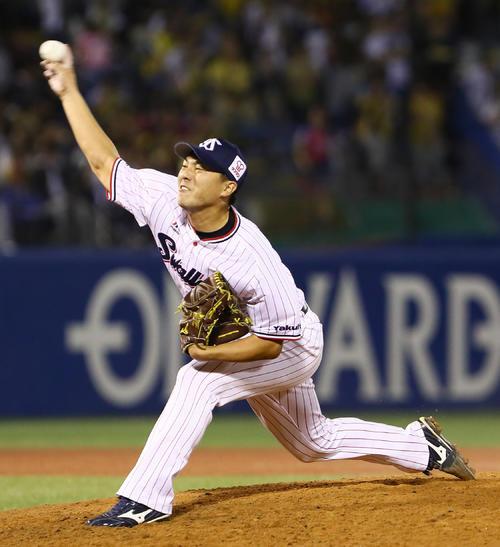 ヤクルト対阪神 引退登板で力投するヤクルト松岡(撮影・足立雅史)