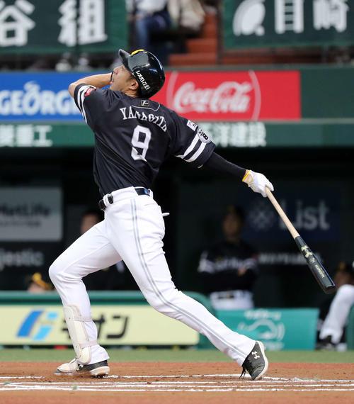 6回表ソフトバンク無死、柳田は右越え本塁打を放つ(撮影・鈴木正人)
