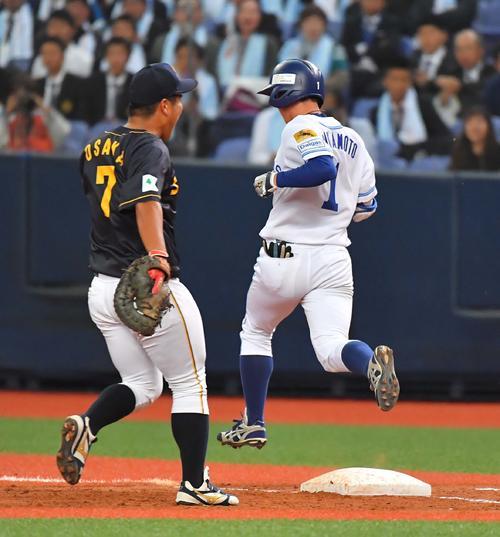 4回裏大阪ガス2死、一塁内野安打を放つ近本光司(撮影・上田博志