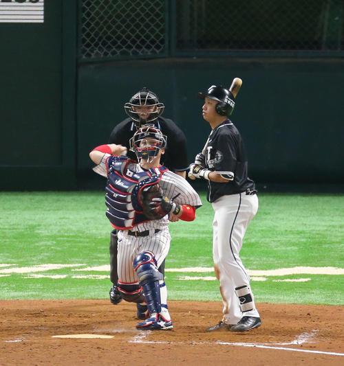 9回表台湾代表2死一塁、打者・郭永維のとき一塁走者の王威晨は二盗を試みるが甲斐拓哉捕手の送球でアウトとなる(撮影・梅根麻紀))