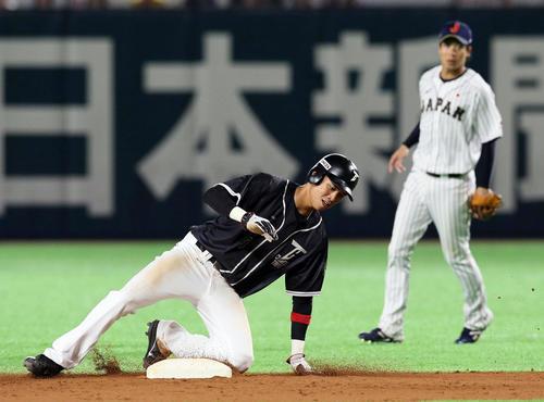 9回表台湾2死一塁、打者郭永維の時、一塁走者王威晨は二盗を試みるもタッチアウト(撮影・栗木一考)