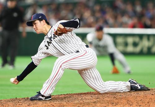 日本対MLB 日本4番手で力投する高橋(撮影・足立雅史)