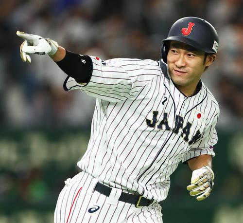 日本対MLB 9回裏日本2死一塁、柳田はサヨナラ右越え2点本塁打を放つ(撮影・足立雅史)