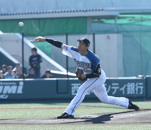 トライアウトで打者相手に投げる新垣(撮影・梅根麻紀)