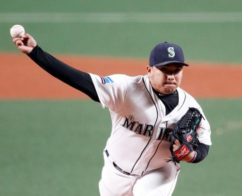 MLB対日本 2回表途中から登板するラミレス(撮影・狩俣裕三)