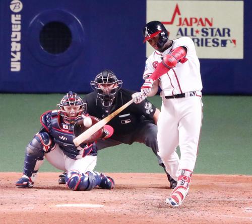 MLB対日本 8回裏MLB無死、アクーニャJrは中越えソロ本塁打を放つ(撮影・加藤哉)