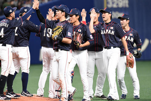 MLB対日本 MLBに勝利、喜ぶ侍ジャパンナイン(撮影・前岡正明)