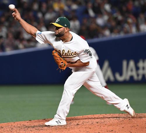 MLB対日本 MLB3番手ペティット(撮影・前岡正明)