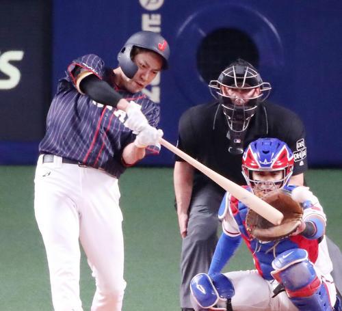 MLB対日本 8回表日本1死、柳田は左前打を放つ(撮影・加藤哉)