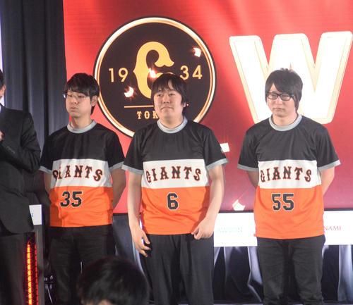 ファイナルステージ進出を決めた巨人の選手たち。左からてぃーの、ころころ、たいじ(撮影・鈴木正章)