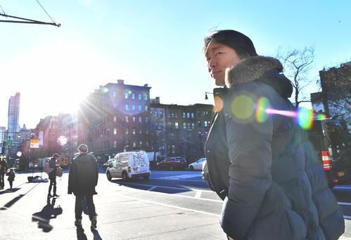 さわやかな表情でマンハッタンを歩く松井秀喜氏(撮影・菅敏)