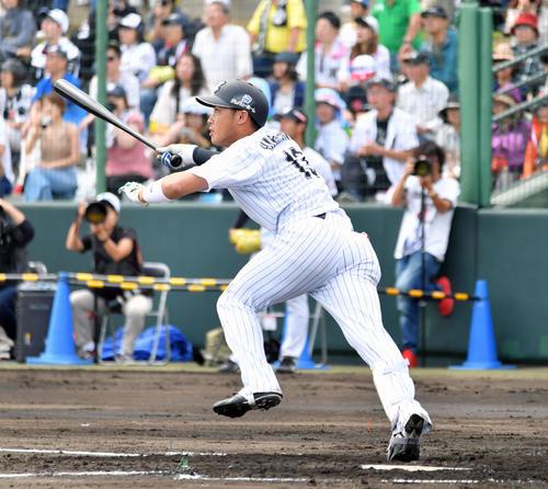 ロッテ対ラミゴ 1回裏ロッテ2死二塁、平沢は中越え2点本塁打を放つ(撮影・滝沢徹郎)