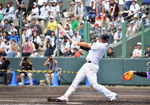 ロッテ対ラミゴ 2回裏ロッテ1死一、二塁、安田は中越え3点本塁打を放つ(撮影・滝沢徹郎)