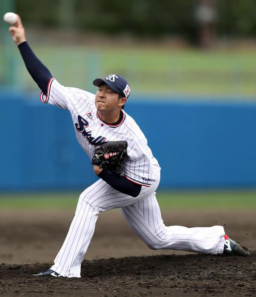 練習試合ヤクルト対KIA ヤクルト5番手で登板する梅野(撮影・狩俣裕三)