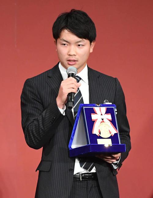 イースタン・リーグの最多勝利投手賞を獲得した巨人高田はシーズンを振り返る(18年11月27日撮影)