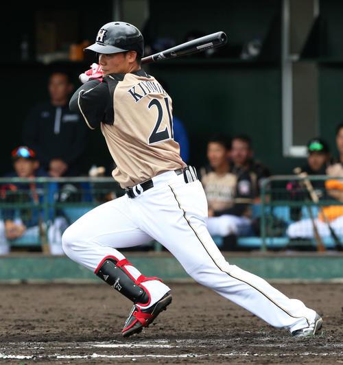 3回表日本ハム2死一、三塁、清宮幸太郎は中前適時打を放つ(撮影・上山淳一)