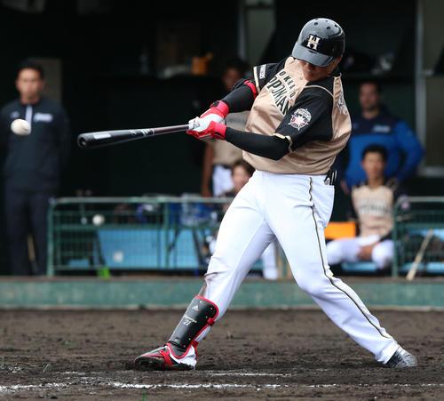 5回表日本ハム無死二塁、清宮幸太郎は右前適時打を放つ(撮影・上山淳一)