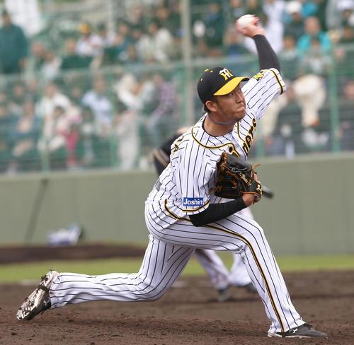 5回表日本ハム無死一塁、アクシデント降板の小野泰己に代わって岩貞祐太が登板する(撮影・上山淳一)