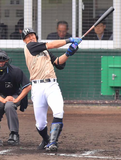 7回表日本ハム1死、左越えに同点ソロ本塁打を放つ大田泰示(撮影・上田博志)