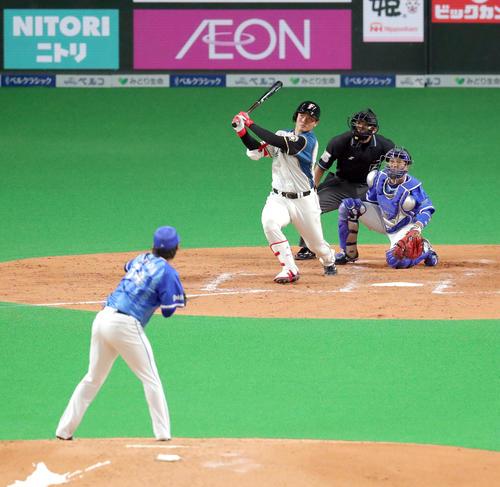 日本ハム対DeNA 4回裏日本ハム1死二塁、右越え2点本塁打を放つ清宮。投手はDeNA石田(撮影・佐藤翔太)