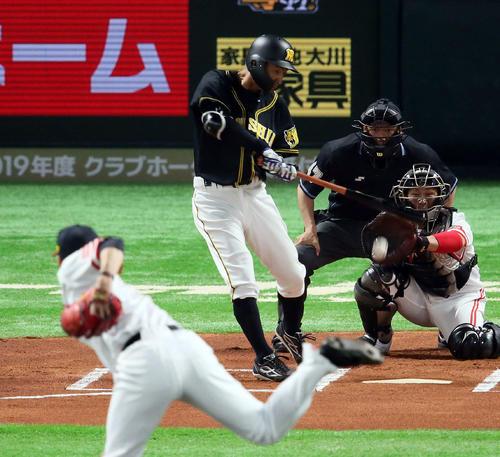 ソフトバンク対阪神 1回表阪神無死、鳥谷敬は投ゴロに倒れる。投手千賀滉大(撮影・栗木一考)