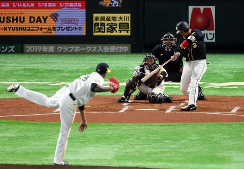 ソフトバンク対阪神 1回表阪神2死二塁、大山悠輔は左越えに先制2点本塁打を放つ。投手アリエル・ミランダ(撮影・栗木一考)