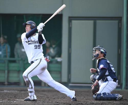9回裏オリックス無死一塁、杉本裕太郎は2点本塁打を放つ(撮影・渦原淳)