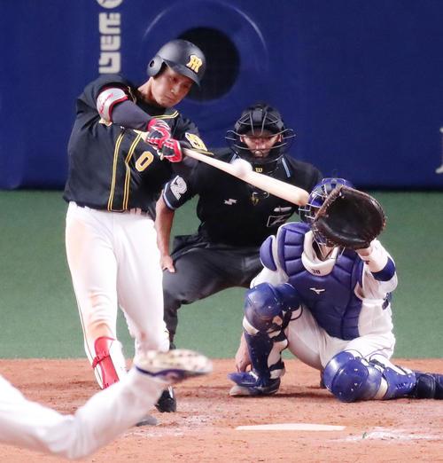 5回表阪神無死一、二塁、木浪は右前適時打を放つ(撮影・加藤哉)