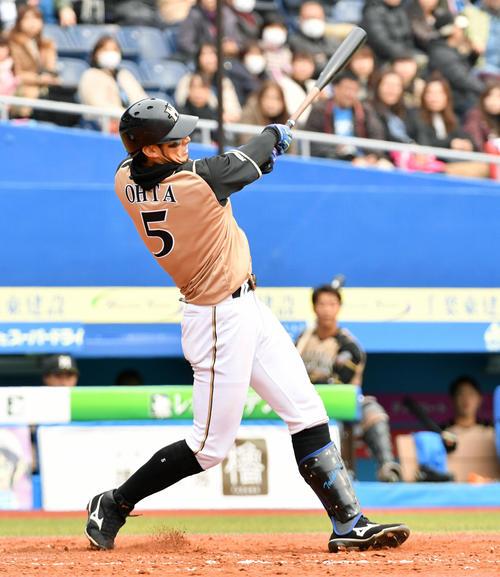 ロッテ対日本ハム 3回表日本ハム1死、大田は左中間へソロ本塁打を放つ(撮影・滝沢徹郎)