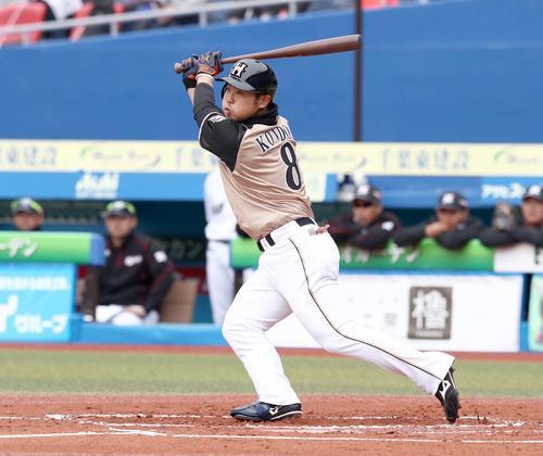 ロッテ対日本ハム 1回表日本ハム2死一塁、左翼線に適時二塁打を放つ近藤(撮影・黒川智章)
