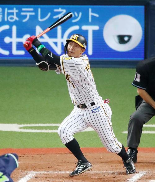 2019年3月29日 阪神対ヤクルト 11回裏阪神無死、代打の鳥谷敬内野手は右越え三塁打を放つ(撮影・加藤哉)