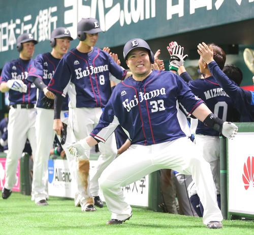 ソフトバンク対西武 8回表西武無死満塁、山川は左越えに同点となる満塁本塁打を放ち「どすこい!!」(撮影・梅根麻紀)