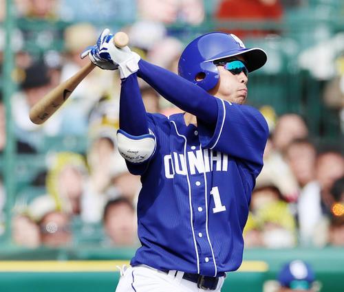 13日の阪神対中日 4回表中日無死満塁、京田は右翼越え満塁本塁打を放つ(撮影・加藤哉)
