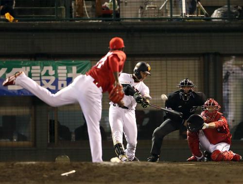 巨人対広島 8回裏巨人1死一塁、丸はフランスアから右越え2点本塁打を放つ(撮影・松本俊)