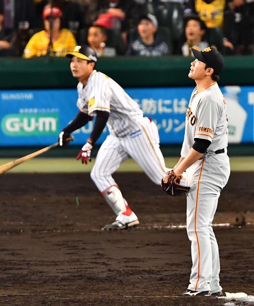 7回裏阪神2死一、三塁、木浪に右越え3点本塁打を浴びる菅野(撮影・上田博志)