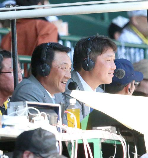 阪神対巨人 テレビで解説する金本氏(左)と新井氏 (撮影・上山淳一)