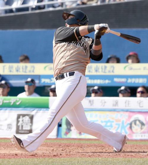 5回表日本ハム無死、右越え本塁打を放つ中田(撮影・黒川智章)