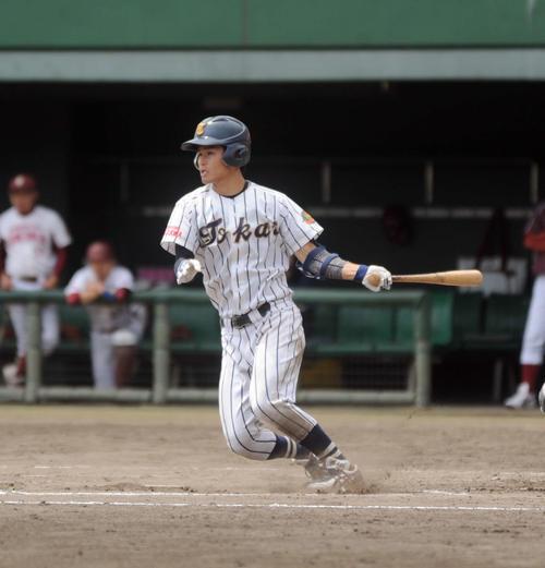 7回に相手三塁手のエラーを誘う一打を放った東海大海洋の横田